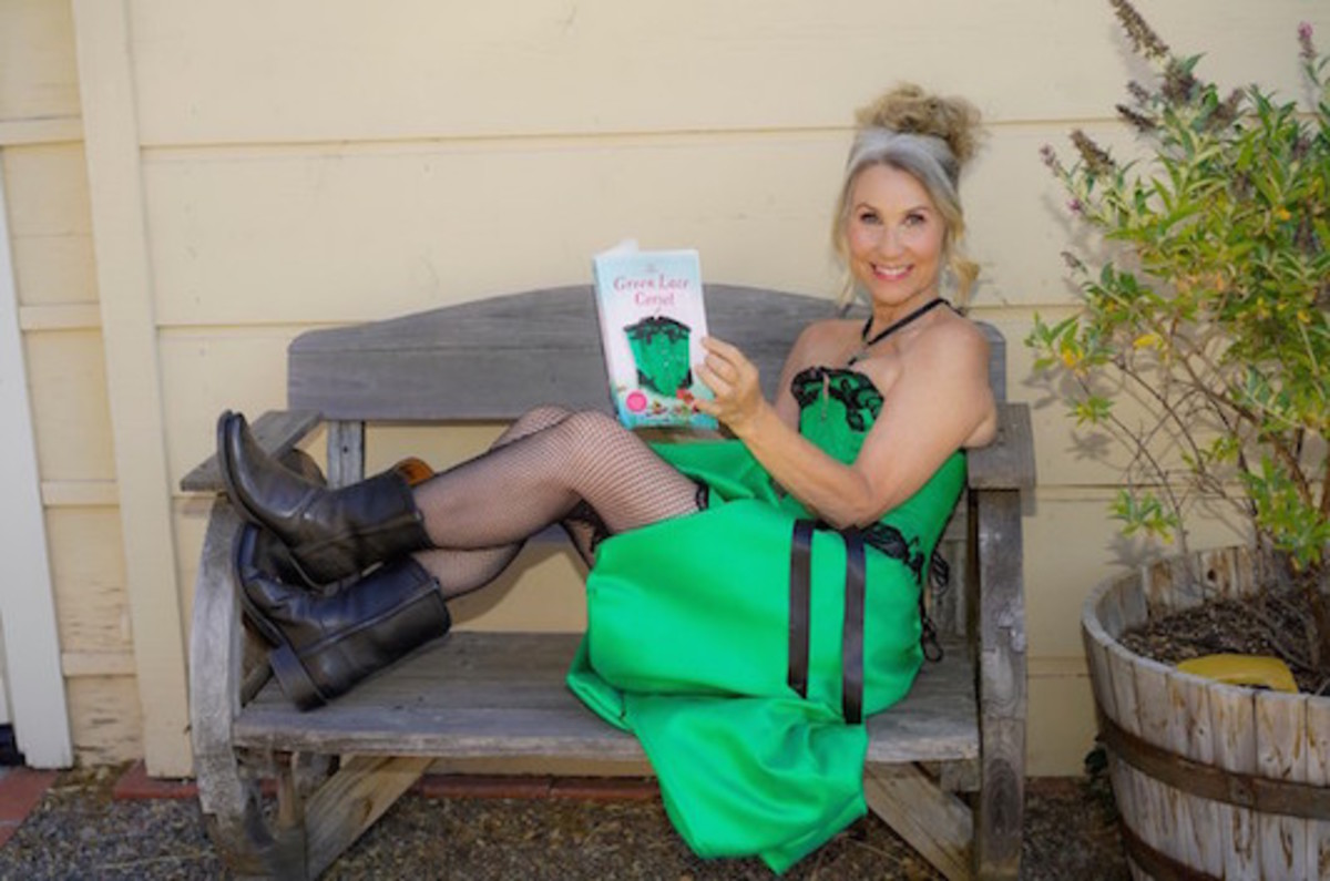 jill_g_hall_green_lace_corset_book_author_photo
