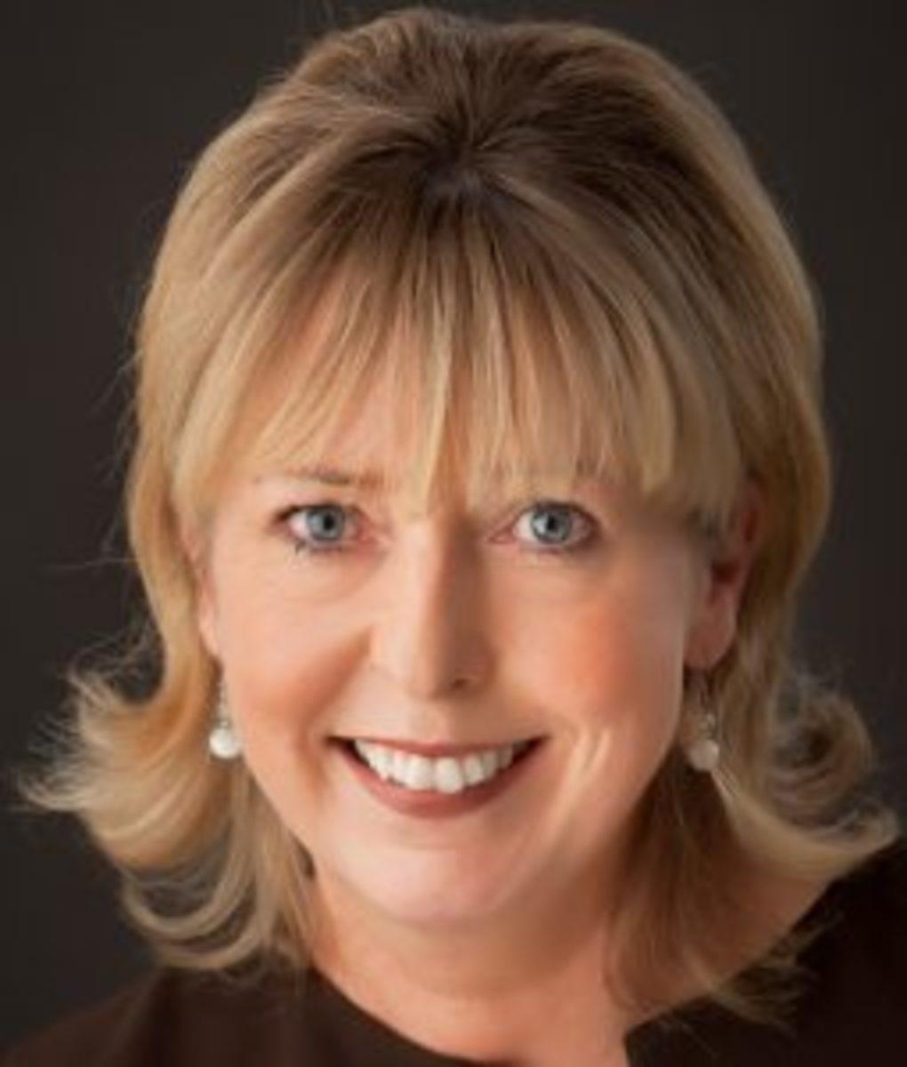 Siobhan-MacDonald-author-writer