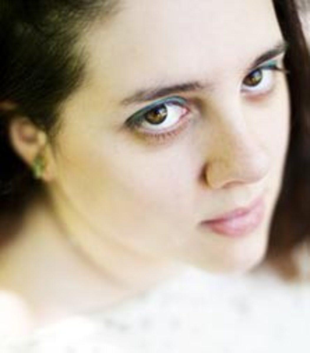 Lauren-DeStefano-featured