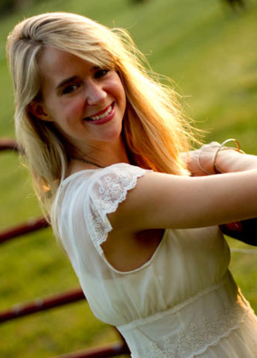Jolina-Petersheim-author-writer