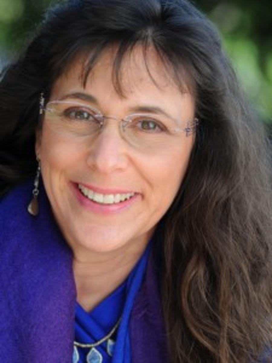 New Headshot Nina Amir